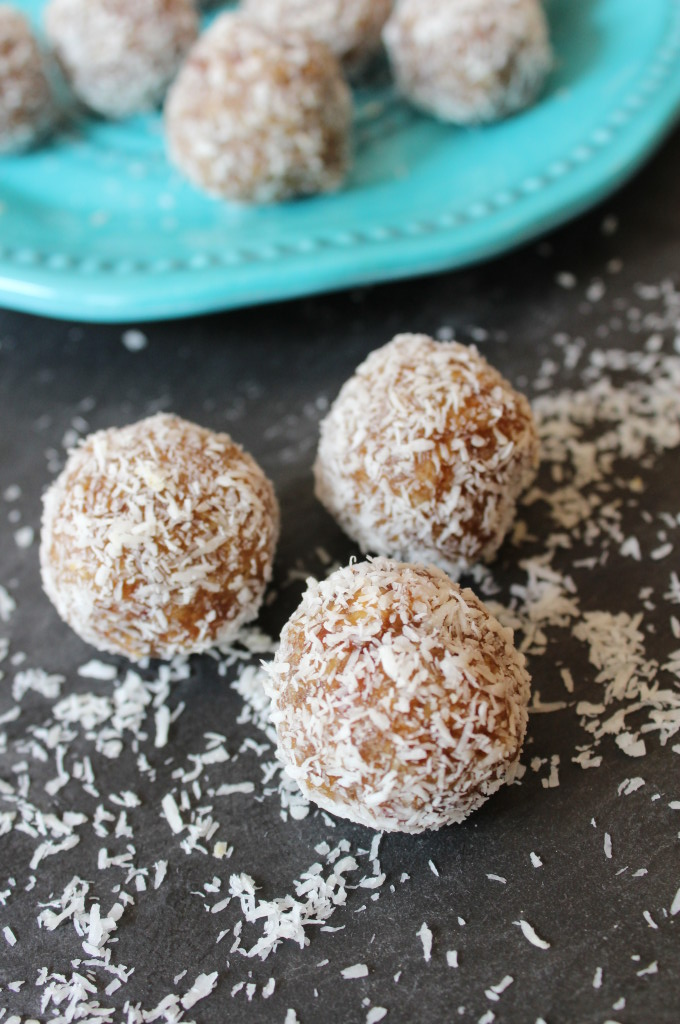 No Bake Coconut Date Energy Balls